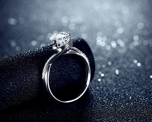 婚礼上注意给婚戒特写摄影培训
