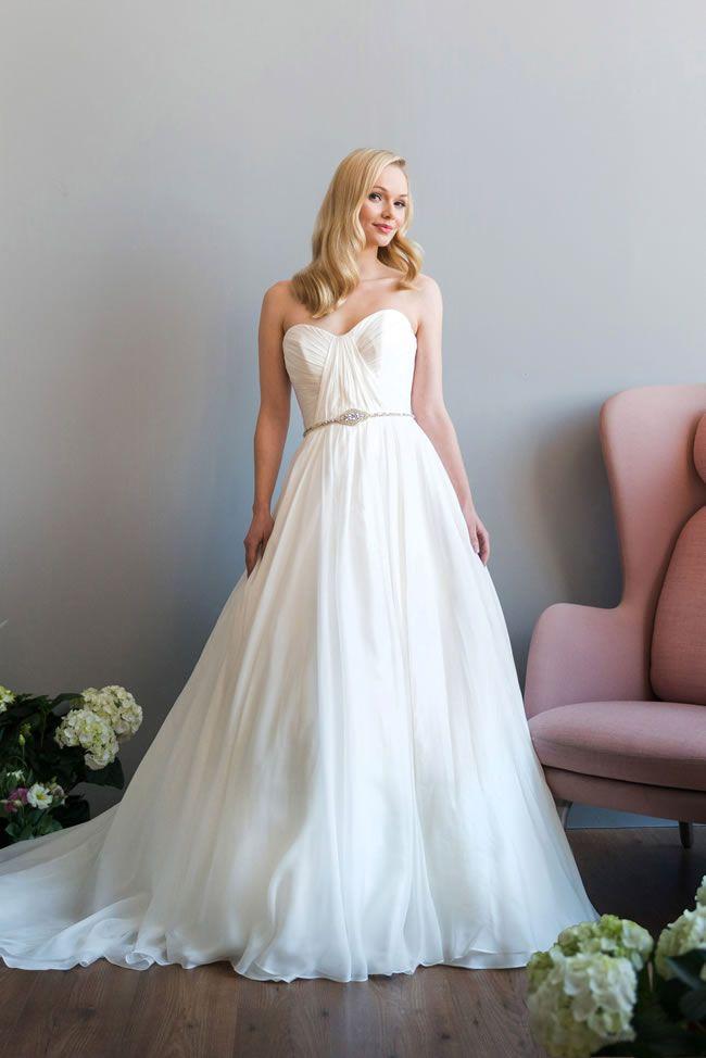 最新蕾丝婚纱