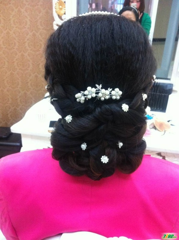 新娘结婚当天发型
