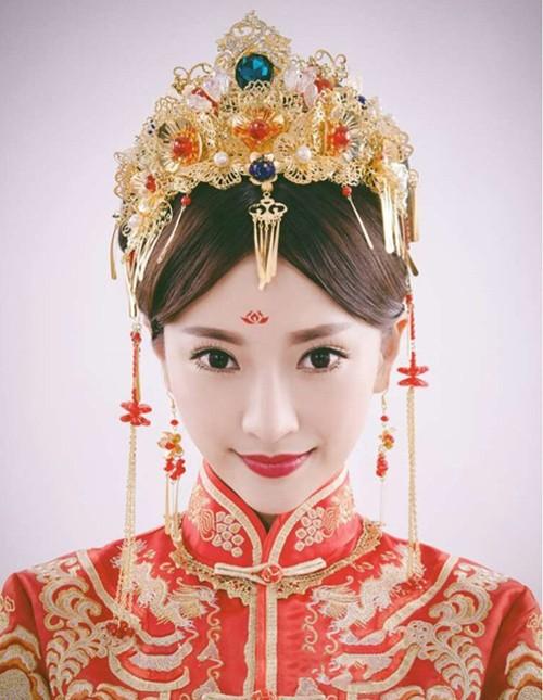 圓臉的新娘,還可惜選擇秀禾,一席古典的秀禾顯得新娘雍容端莊.圖片